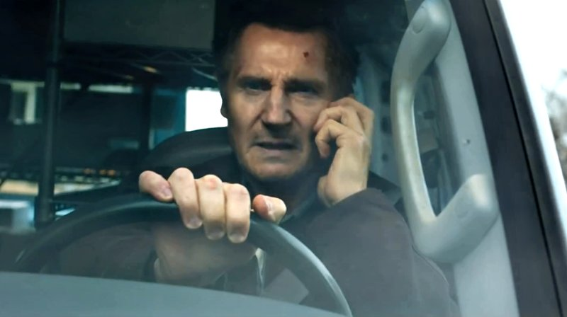 Лиам Нисон угрожает по телефону и охотится на обидчиков в первом трейлере фильма «Честный вор»
