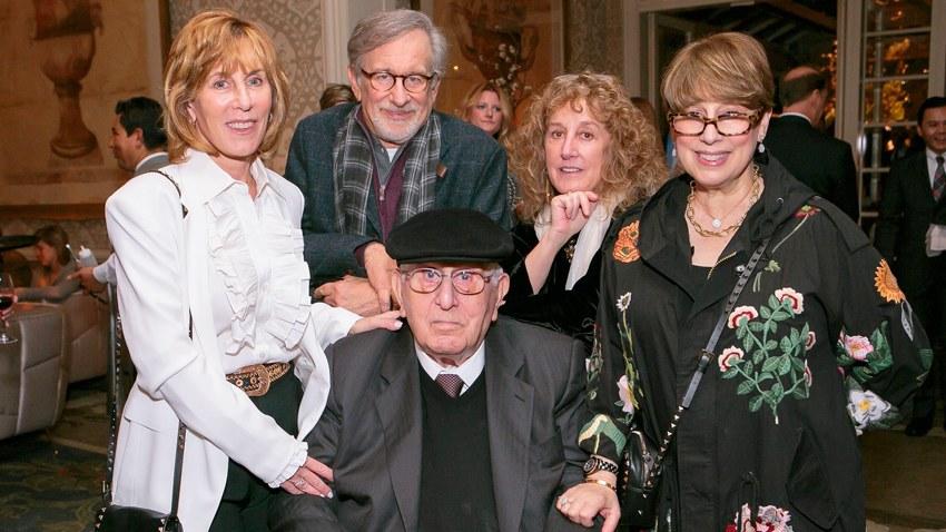 Отец Стивена Спилберга скончался в возрасте 103 лет