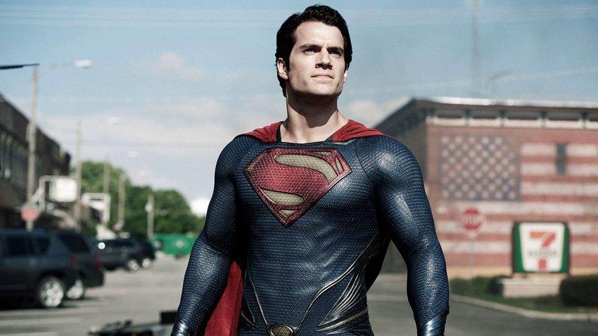 Пользователи Twitter требуют вернуть Генри Кавилла на роль Супермена