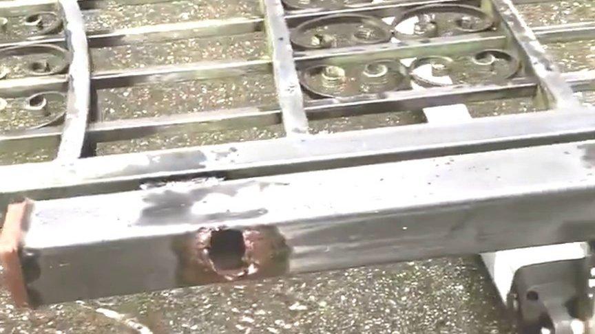 Дуэйн Джонсонвырвал металлические ворота, не пускавшие его на работу