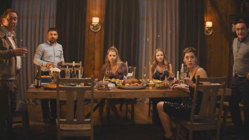 Друзья снова узнают секреты друг друга в трейлере сиквела «Громкой связи»