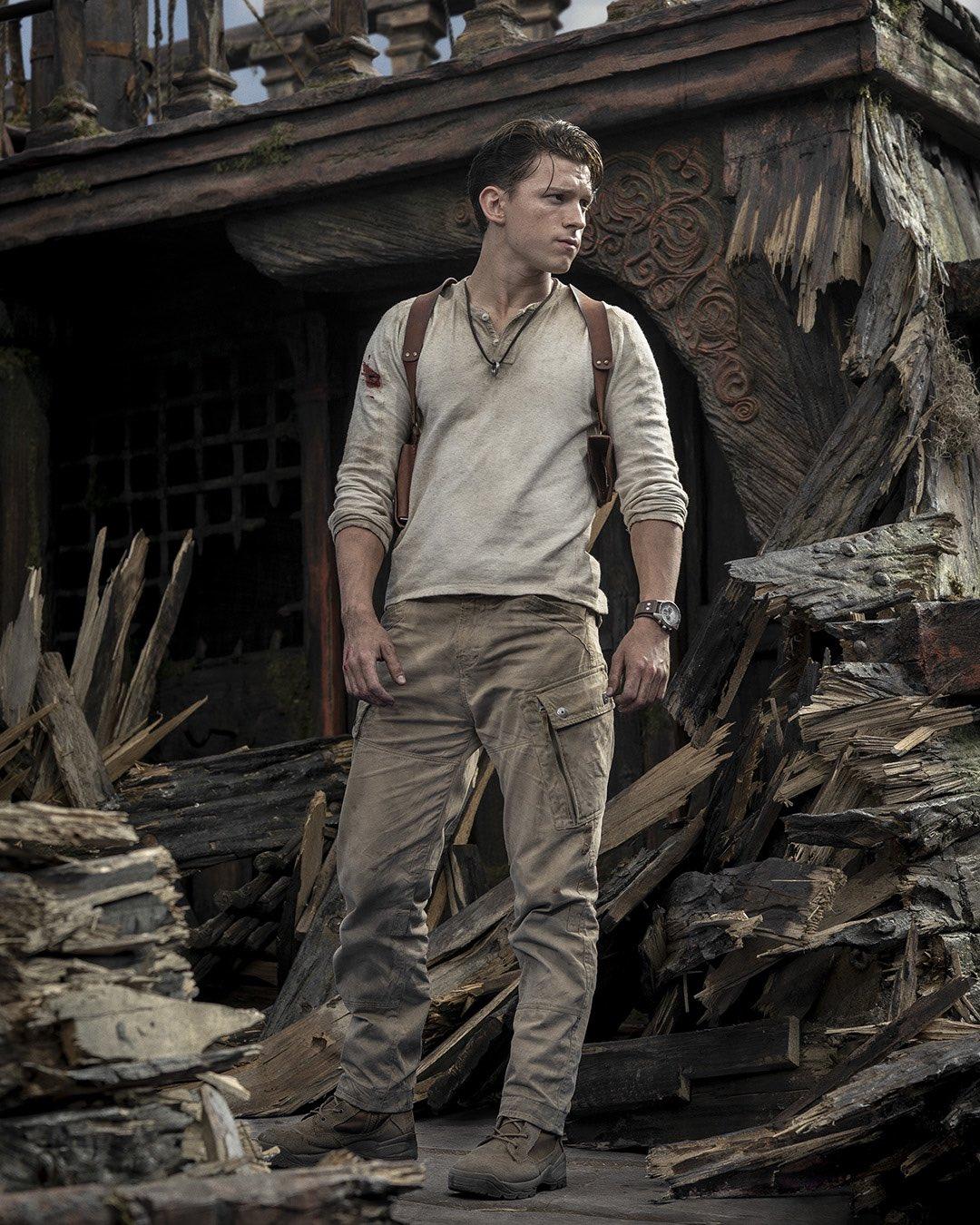 Том Холланд показал себя в образе Натана Дрейка из экранизации игры Uncharted
