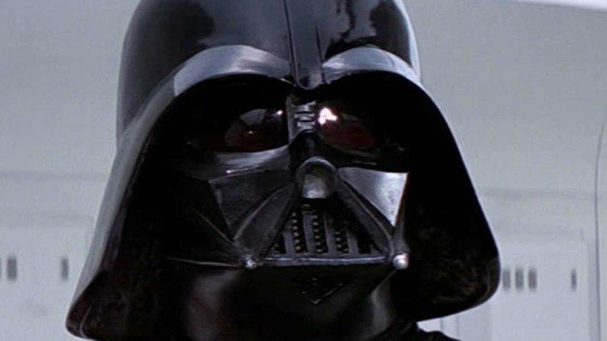 Шлем Дарта Вейдера и другой реквизит «Звездных войн» был украден из офиса Джей Джей Абрамса