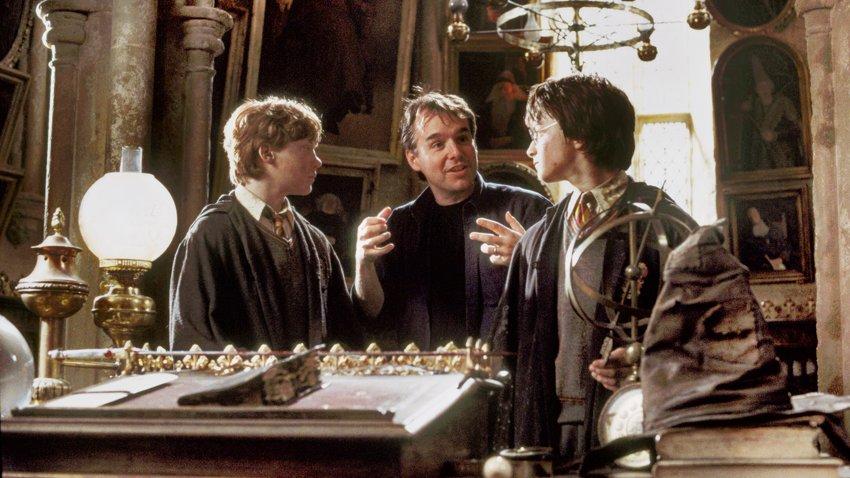 Режиссер первых фильмов о Гарри Поттере рассказал, почему ежедневно опасался увольнения из «Философского камня»
