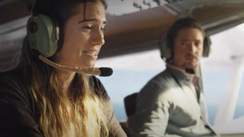 Вышли русские трейлеры фильма «Линия горизонта» о выживании в летящем самолете без пилота