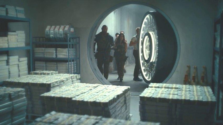 Дэйв Батиста крадет деньги у зомби под носом в русском тизере «Армии мертвецов»