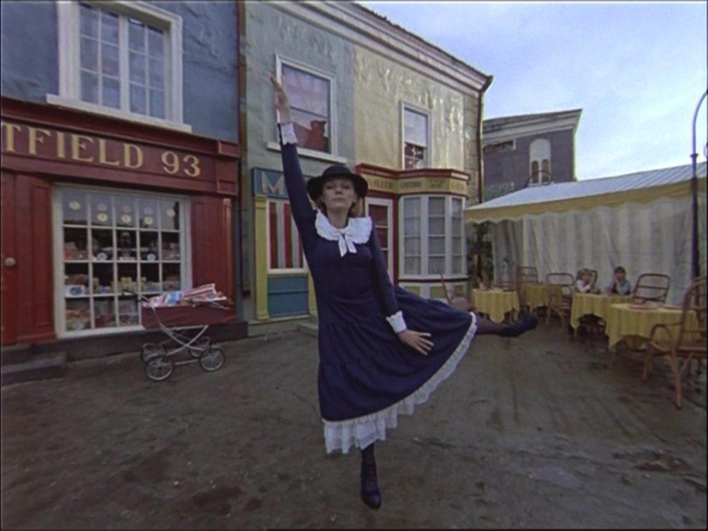Советская «Мэри Поппинс» вышла через 20 лет после американской. И все равно проигрывает ей почти во всем