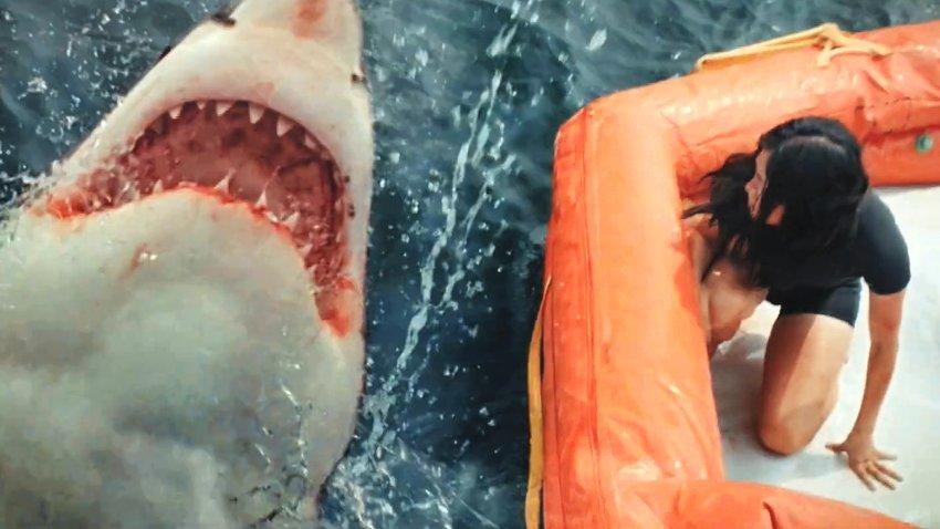 Акула преследует путешественников в русском трейлере «В пасти океана»