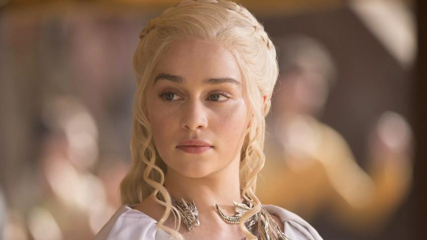 Эмилия Кларк рассказала, кто оставил стаканчик Starbucks в кадре «Игры престолов»