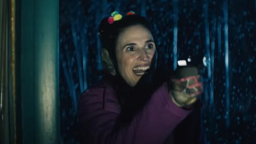 Соседи ищут чудовище в трейлере комедийного хоррора «Оборотни внутри»