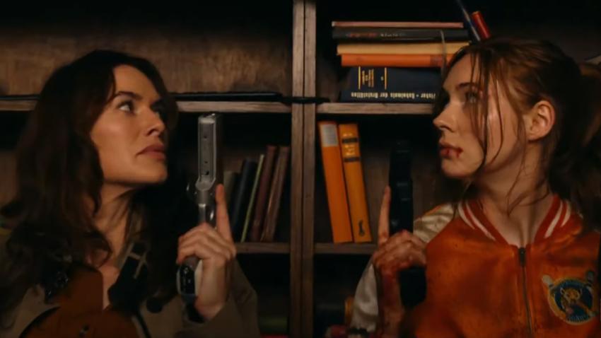 Карен Гиллан встречает свою мать-киллера Лену Хиди в новом трейлере «Порохового коктейля»
