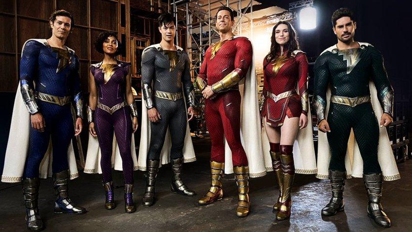 Режиссер «Шазама! 2» опередил папарацци и слил фото новых костюмов семейства супергероев
