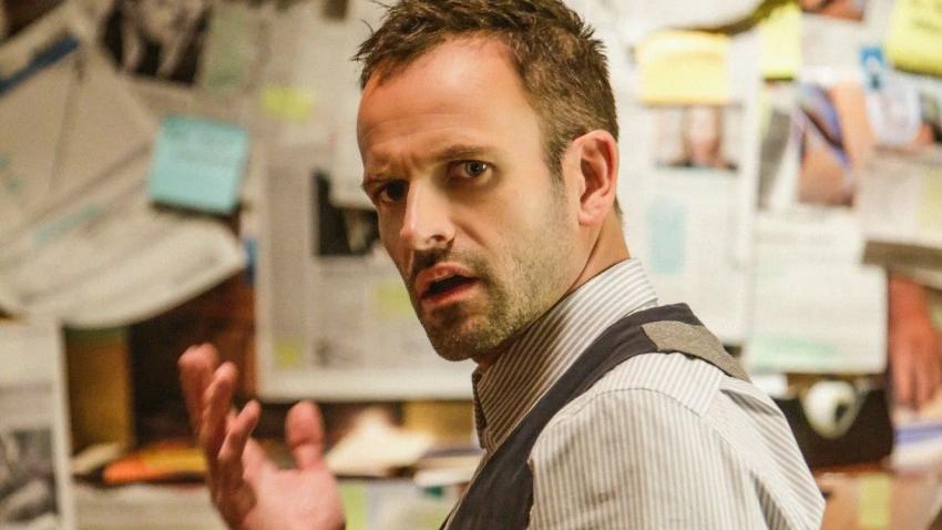 Шерлок Холмс Джонни Ли Миллер присоединился к пятому сезону «Короны»