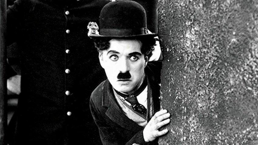 Почему могила Чарли Чаплина залита толстым слоем бетона?