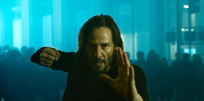 Киану Ривз снова выбирает мучительную правду реальности в русском трейлере «Матрицы 4»