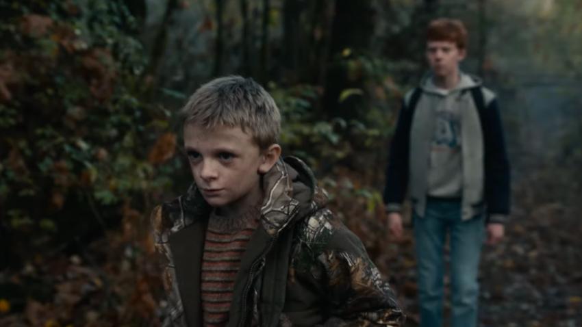 Потусторонняя сущность преследует ребенка в первом трейлере хоррора «Оленьи рога»