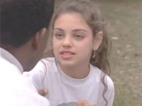 Мила Кунис появилась в одной серии в незначительной роли (если пролистать, можно увидеть остальные камео)