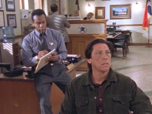 Можете вспомнить Дэнни Трехо без бороды и усов? Он, кстати, появился в нескольких эпизодах в совершенно разных ролях