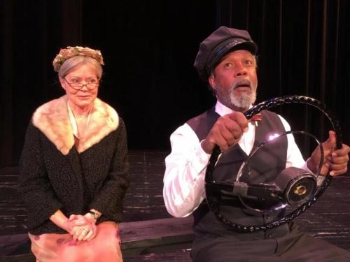 Кларенс Гильярд и Шири Дж. Уилсон в театральной постановке «Шофер мисс Дэйзи»